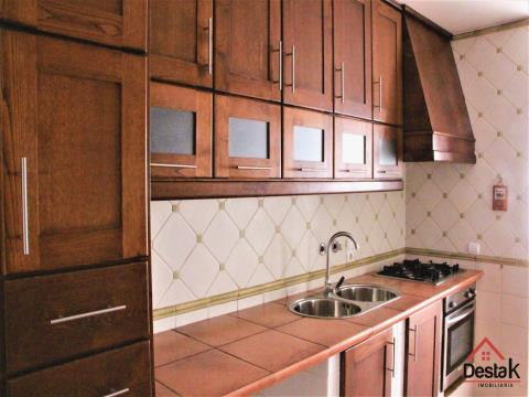 Apartamento T3 em excelente estado de conservação