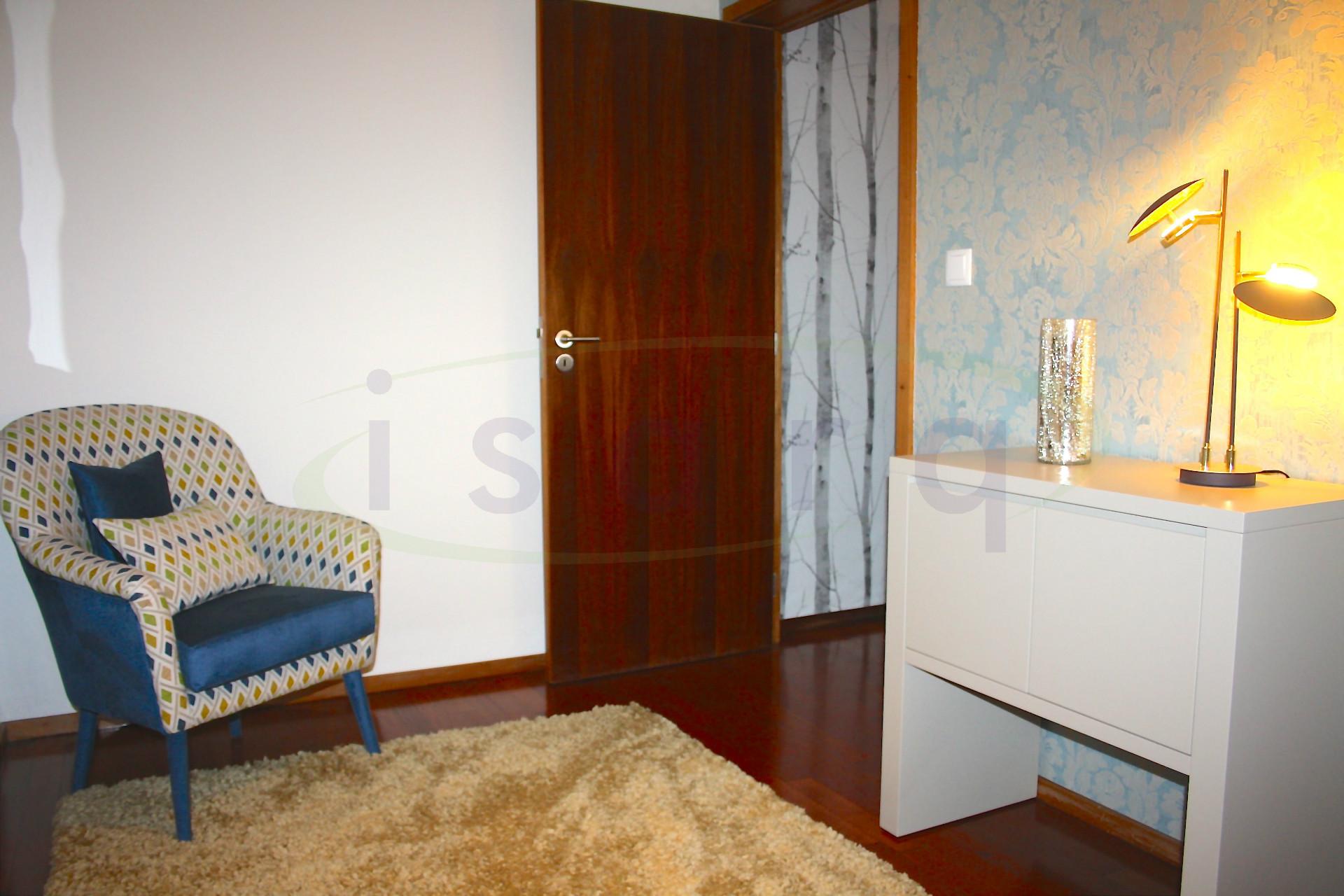 Apartamento T2 junto ao metro, totalmente equipado, mobilado e decorado