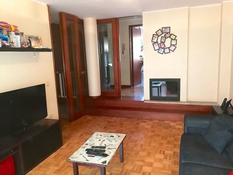 Apartamento T3 no Porto em bom estado e bem localizado