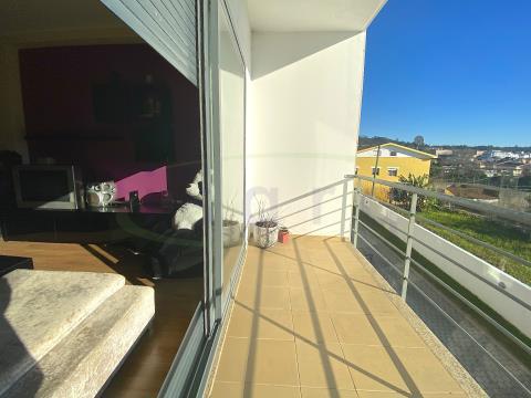 Apartamento T2+1 em Condomínio com Jardim