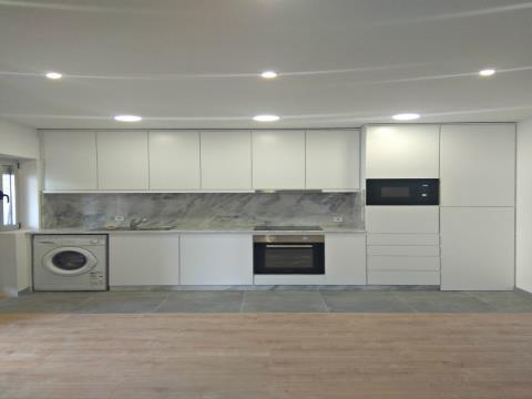Apartamento T1 com Terraço totalmente Remodelado