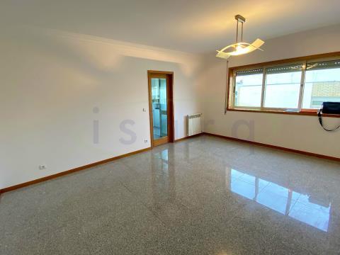 Apartamento T3+1 nos Maninhos