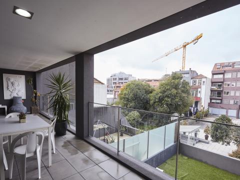 T2 com um grande  terraço rua D. João IV