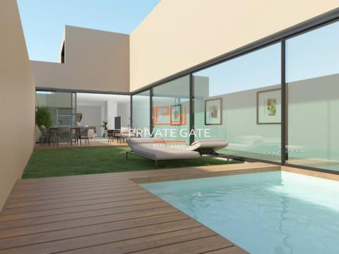 Moradia T3 nova, em fase de acabamento, com 380m2, com piscina, a 200m da Praia da Luz, na Rua de Go