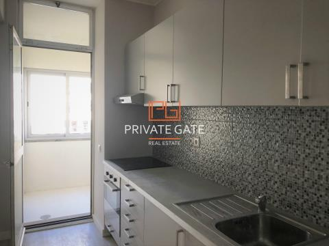 Apartamento T2 Pinheiro Manso, remodelado um lugar de garagem e arrumo