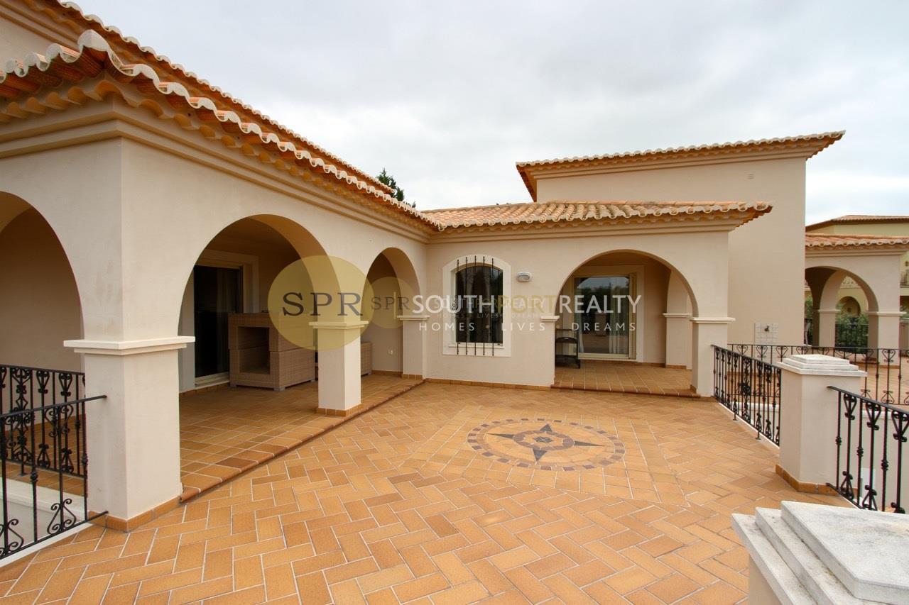 Detached 5 Bedroom Villa in Private Condominium with Pool and Garden