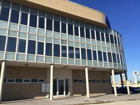 Armazém com 455,9 m² no centro empresarial de Gafanha de Nazaré