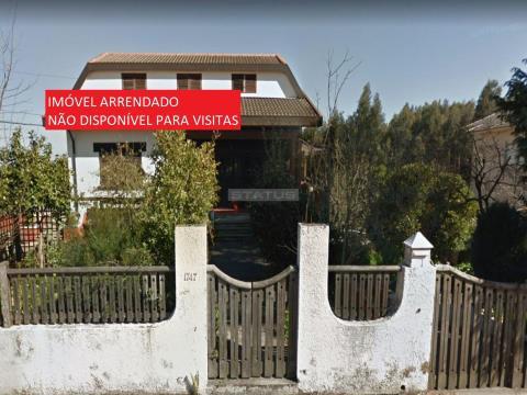 Moradia V4 em Lote 1209 m² em Crestuma, V.N. Gaia