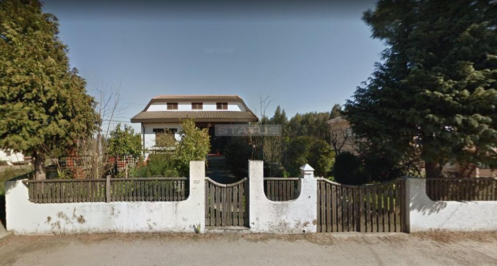 Moradia V4 em Lote 1209 m2 em Crestuma, V.N. Gaia