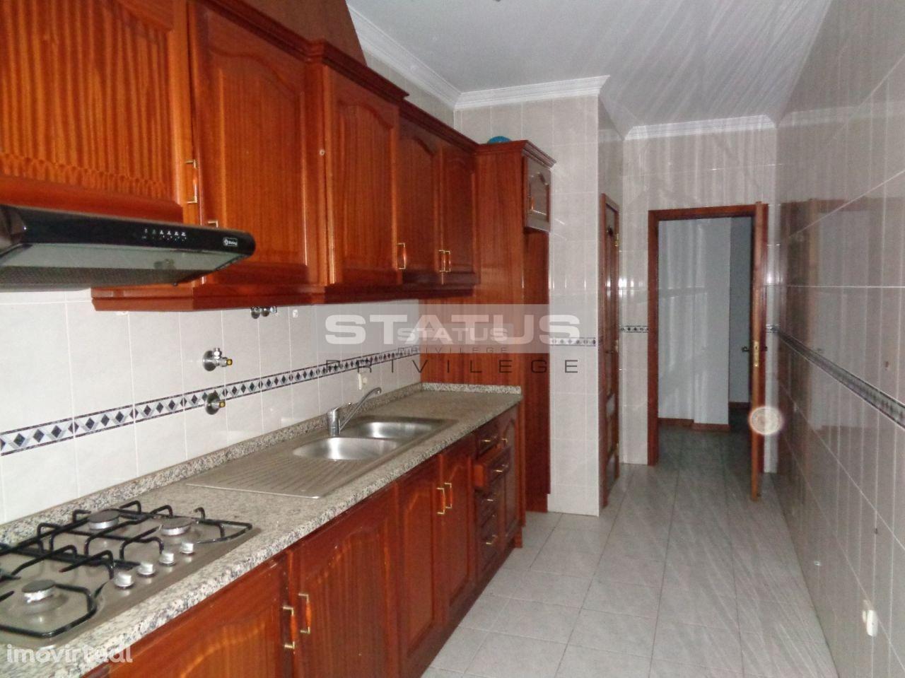 Apartamento T2 C/ Lareira e Garagem