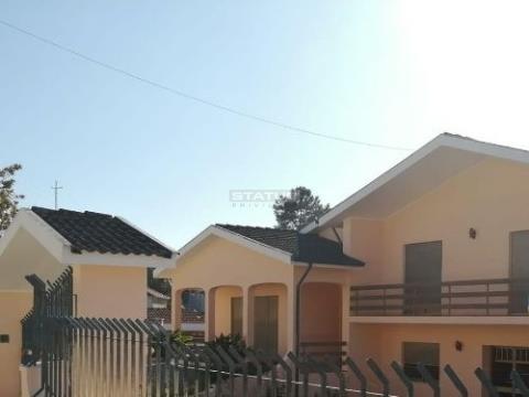 Moradia Isolada V5 centro Freamunde com garagem e Terreno 1000m2