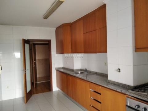 Apartamento T2 c/ Garagem junto ao Pólo Universitário e às Faculdades em Paranhos