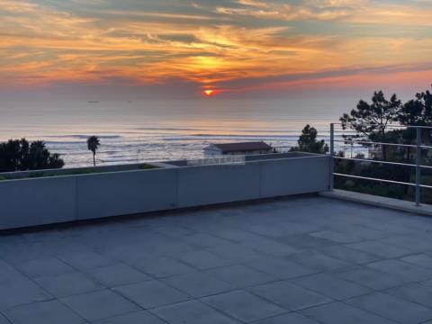 Apartamento T3 com Terraço de 127 m2, Vista Mar, perto da Praia
