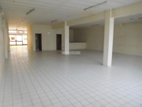 Espaço Comercial com 190 m² c/ Lugar Garagem e Arrumos em Cedofeita
