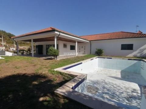 Vivenda T4 C/ Piscina e logradouro próxima ao Solar dos Passinhos Em Vila Caiz