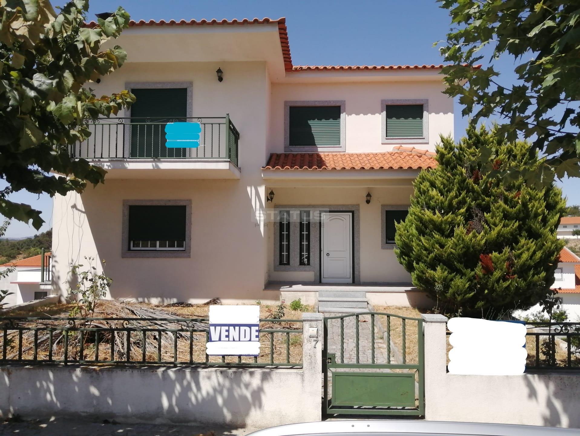 OPORTUNIDADE! Moradia Isolada T4 com Garagem e Jardim em Lote de 610 m2 em Casas do Soeiro