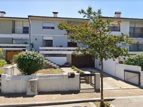 Moradia T4+2 c/ Garagem e Churrasqueira, em São Mamede de Infesta