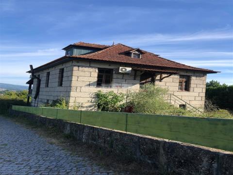 Moradia Isolada em Pedra T3  com Terreno 1068m2 e Sótão Habitável em Fregim