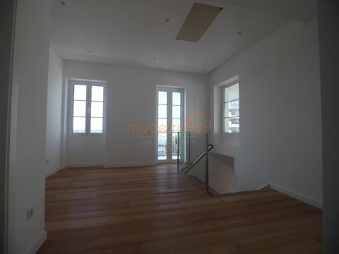 Fantástico apartamento T2 no ultimo piso em Santa Maria Maior