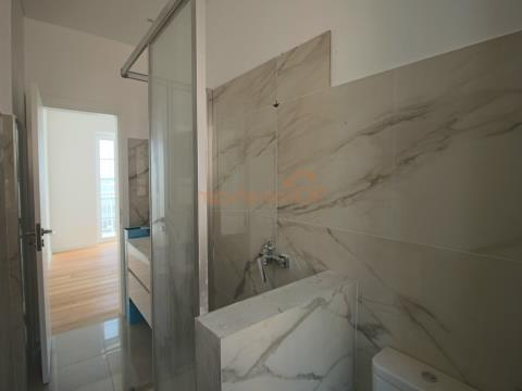 Fantástico Prédio estilo tradicional constituido por 3 apartamentos T2 em Santa Maria Maior