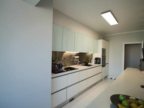 Fantástico Apartamento T3 localizado no Último Piso no Pilar.