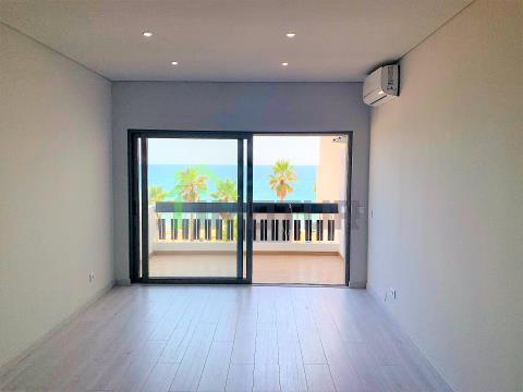 3 bedroom apartment, recently renovated, close to the beach