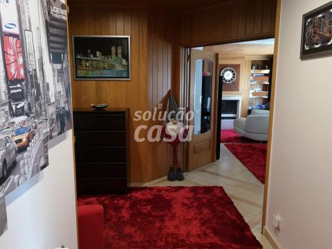 Apartamento T4 à venda na Avenida Doutor Moreira Sousa, s/n