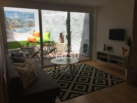 Estúdio T0 com Jardim Interior na Zona Histórica do Porto