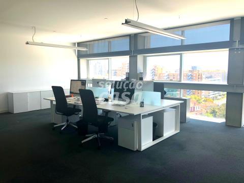 Escritório com 168 m2 na Boavista Edifício Torre Burgo