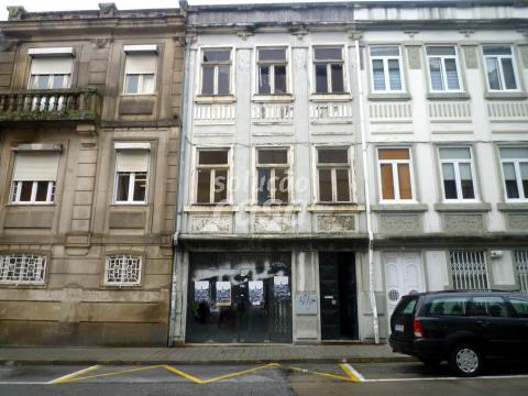 Prédio para restaurar, no Porto!