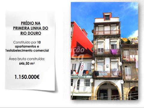 Prédio na Ribeira do Porto