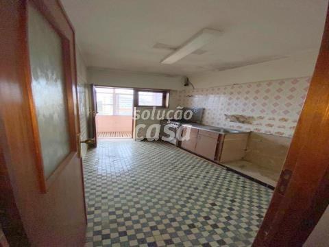 Apartamento T3 a beira do Metro, Centro de Gaia!