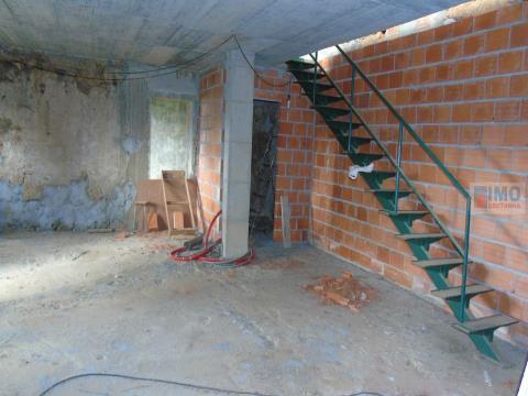 Quinta com casa em construção