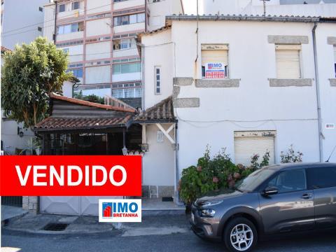 VENDIDO - Moradia V4 - Bairro do Rodrigo