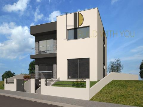 BERLENGA - Moradia T5 com 3 pisos – contemporânea