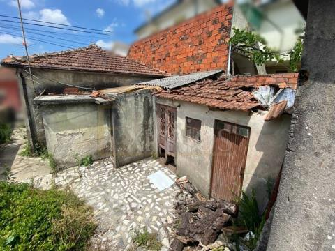 Single storey house for restoration in Trofa for sale