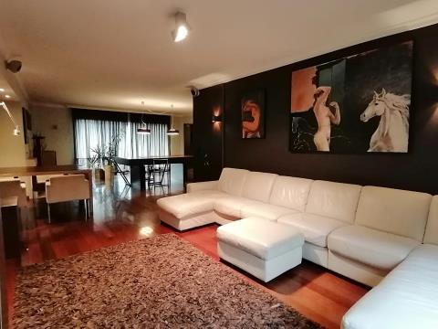 Apartamento T3, localizado no centro da Póvoa de Varzim