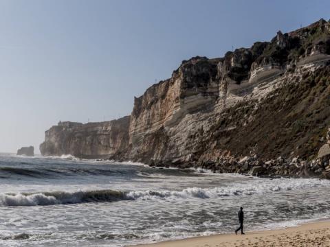 1 BEDROOM FANTASTIC FLAT FOR SALE - OVERLOOKING THE OCEAN - NAZARÉ BEACH & MARINA