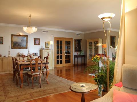 J´ai trouvé la maison de mes rêves sur Monte Estoril ! Splendide duplex 4 chambres+1 Haut Standing