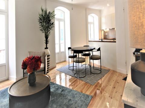 Apartamento T3 - Renovado  - Rua Cidade de Cardiff 17 - Bairro dos Ingleses - Metro Anjos - Arroios