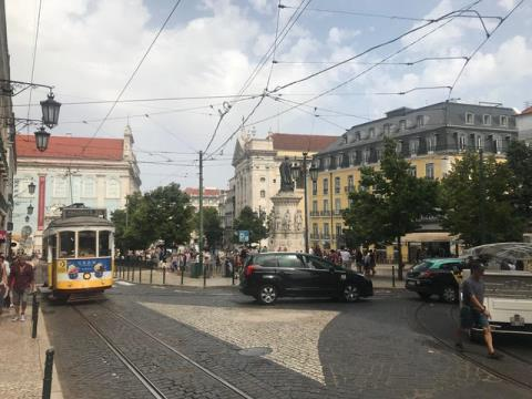 Espaçoso T3 para recuperar no coração de Lisboa: Chiado...!