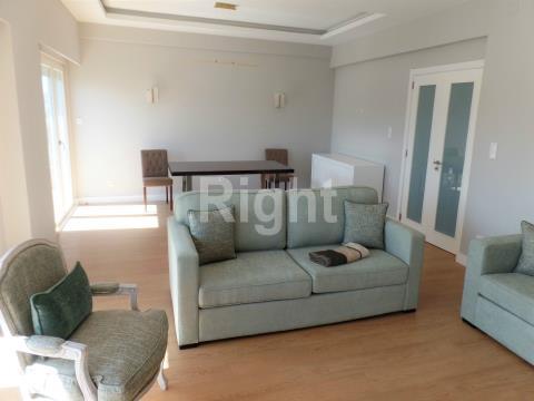 Apartamento T3 (anterior T4) reabilitado em São Domingos de Benfica