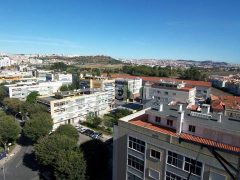 Apartamento T1 remodelado na Venda Nova, junto às portas de Benfica