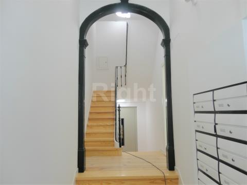 Apartamento T1+1 novo com logradouro de 15m2, situado no histórico Bairro da Graça