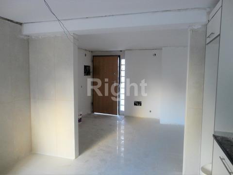 Apartamento T2 totalmente remodelado em São Domingos de Benfica