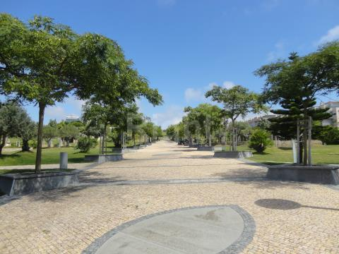 Apartamento T3 totalmente remodelado com vista Rio, próximo do Parque dos Poetas