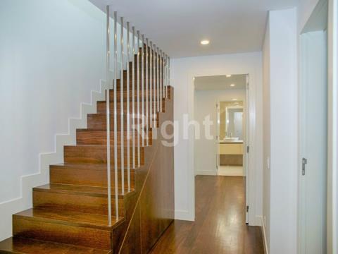 Apartamento T4 duplex, com boas áreas e acabamentos de luxo no Estoril