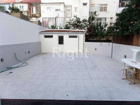 Apartamento T3 com terraço em Campo de Ourique