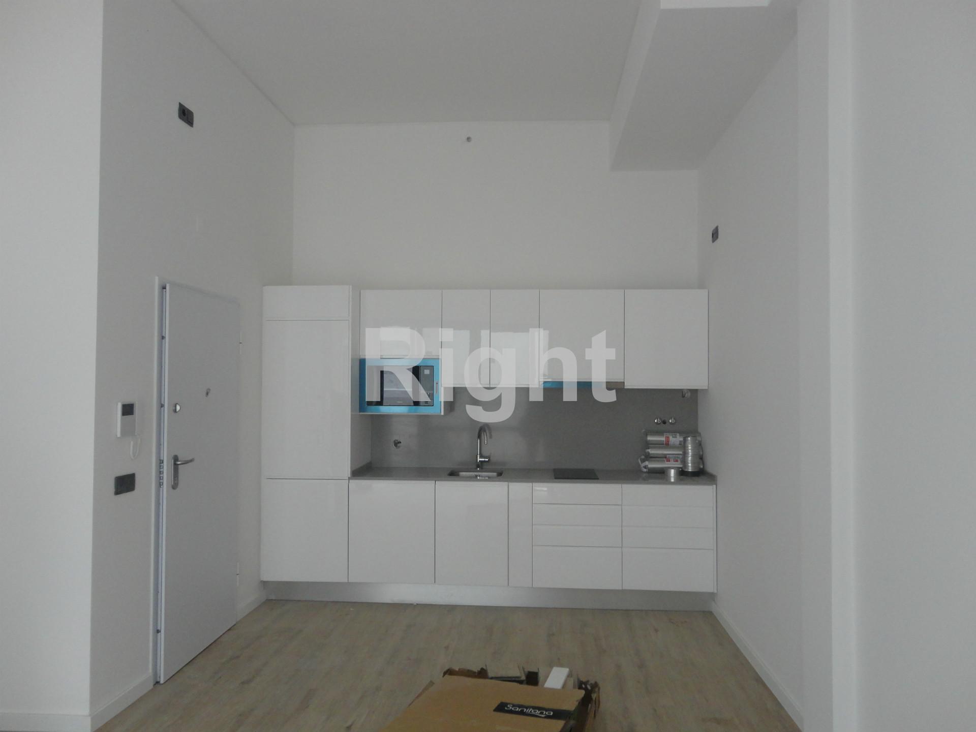 Prédio novo de placa com 8 apartamentos na freguesia de Arroios