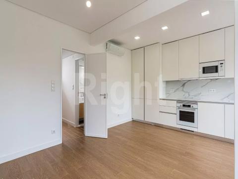 Apartamento T2 totalmente remodelado em Campo de Ourique